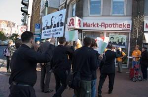 Piraten treffen beim CDU-Infostand ein