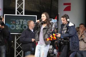 Lena singt ein weiteres Mal Satellite - live und mit lauter Unterstützung durchs Publikum