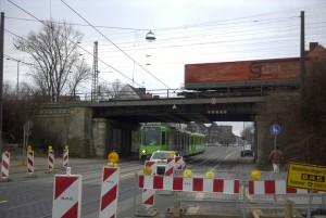 Eisenbahnbrücke Ricklinger Stadtweg im Januar 2004