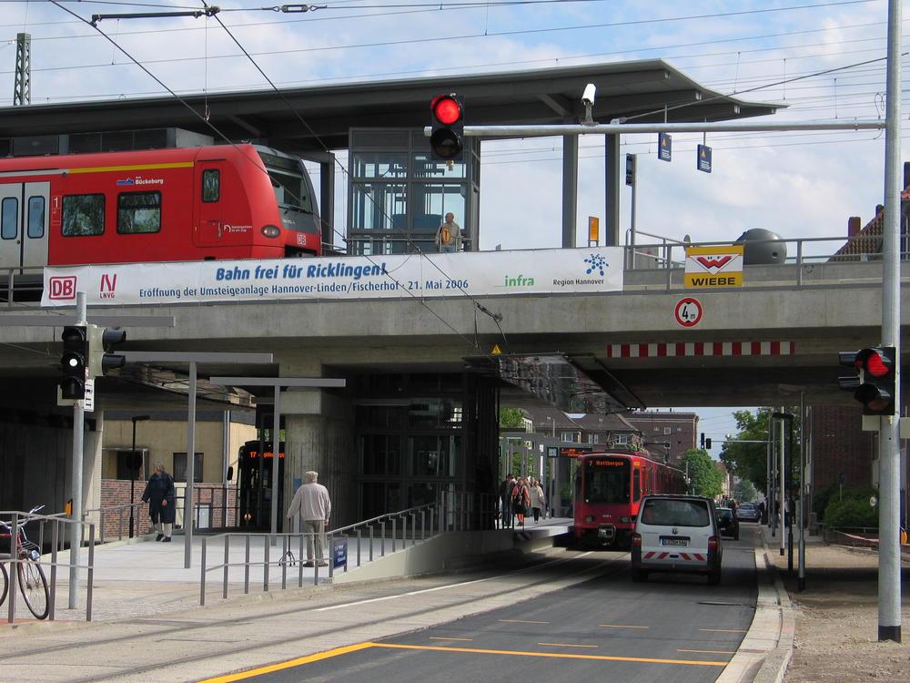 Eisenbahnbrücke Ricklinger Stadtweg im Mai 2006