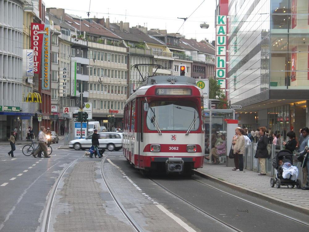 Straßenbahnlinie 713 in der Schadowstraße