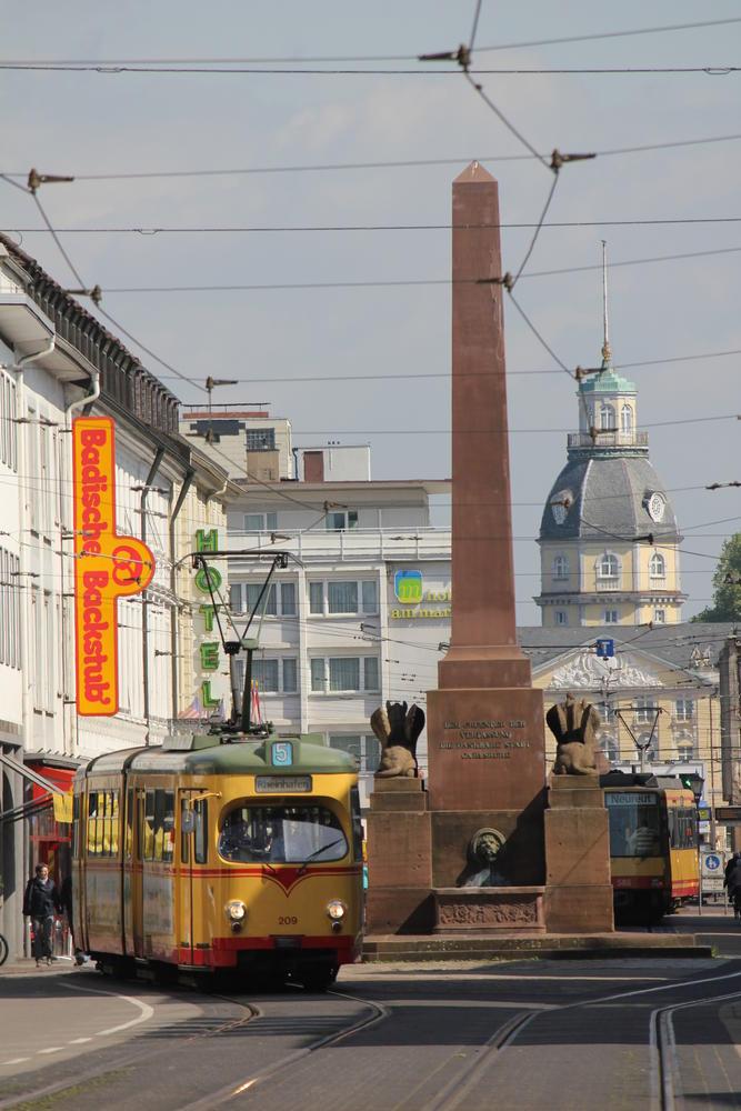 Karl-Friedrich-Straße in Richtung Marktplatz