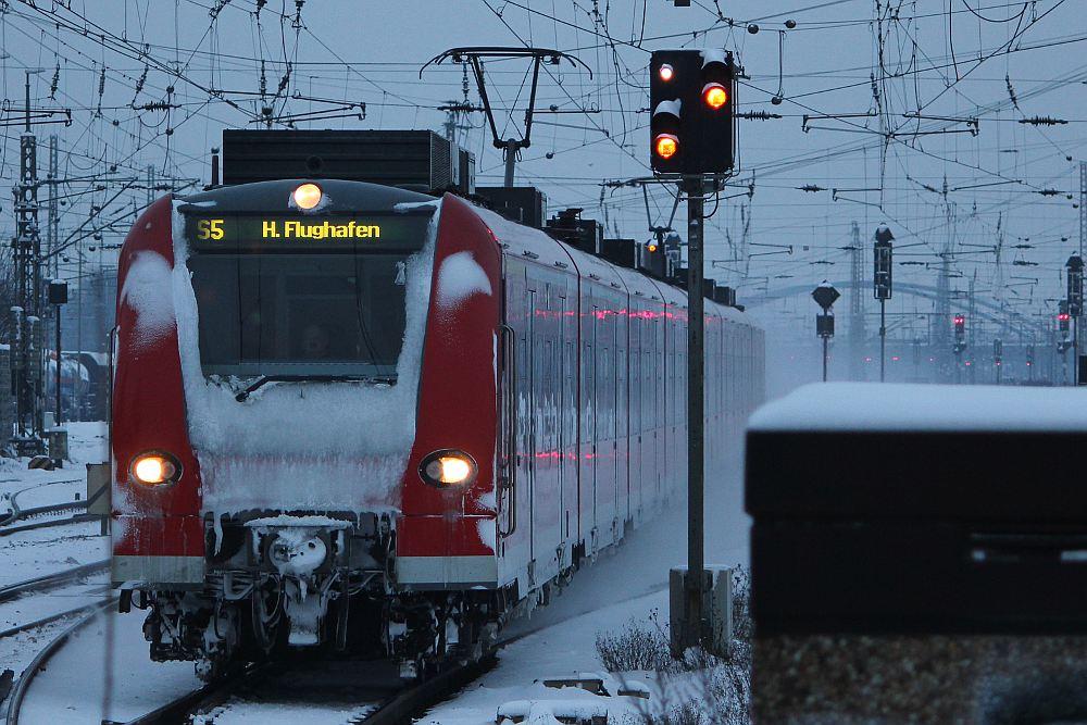 S-Bahnzug bei der Einfahrt nach Hannover-Linden