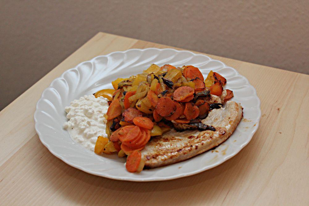Abendessen: Putenbrust mit Gemüse und Frischkäse