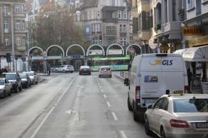 Am Lister Platz soll die Radspur zwischen den Autospuren verlaufen, damit das Linksabbiegen einfacher wird: Eine der wenigen guten Ideen der Planung