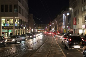 Darum geht's: Wie soll die Stadtbahnlinie 10 zukünftig durch die Innenstadt fahren? Die Kurt-Schumacher-Straße ist schon heute chronisch verstopft.