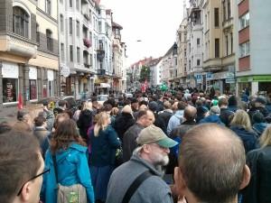 Start des Demonstrationszuges am Lister Platz: Bunt gemischtes Teilnehmerfeld