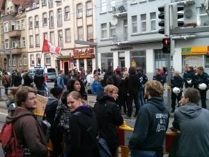 Nach Kundgebungsende: Zugang zum Bahnsteig nur eingeschränkt möglich