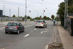 Gemeinsamer Radweg und Rechtsabbiegerspur am Kongelundsvej