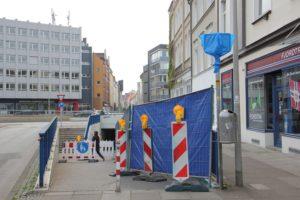 Unterführung aus Richtung Innenstadt: Kein Platz mehr für Radfahrer