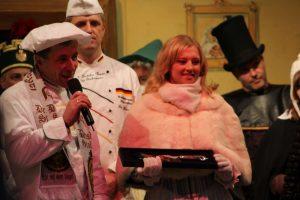 Eröffnung des Striezelmarkt, Bäcker, Stollenmädchen und -messer; Dresden, 2010