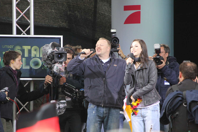 Stefan Raab und Lena Meyer-Landrut am Tag nach dem Grand-Prix-Gewinn, Hannover, 2010