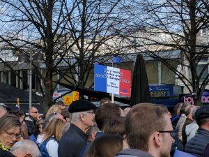 """""""Bleibt bei uns"""" - Französische Plakatbotschaft"""