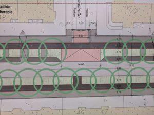 Derselbe Ausschnitt in Variante A2: Mehr Grün und mehr Platz für den Fußverkehr bei weniger Parkplätzen