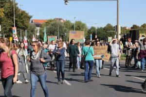 Demonstrationsteilnehmer treffen am Friderikenplatz ein