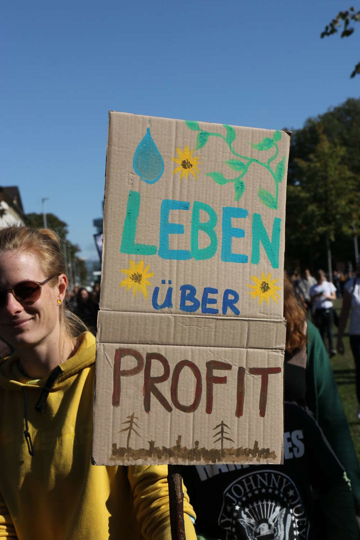 Leben über Profit