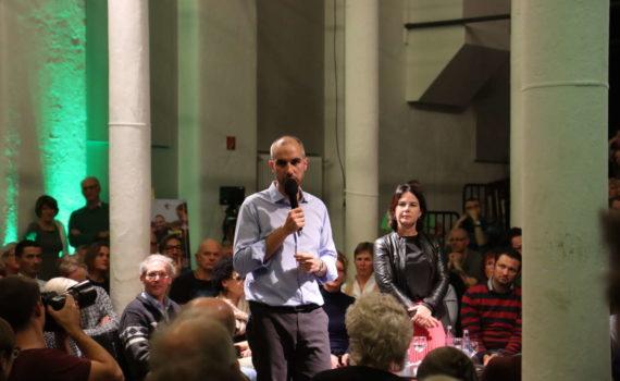 Belit Onay bei der Townhall-Diskussionsveranstaltung der Grünen