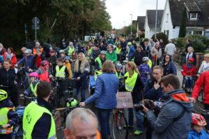Sammeln zur Demonstration Am Grünen Hagen: 250 Radfahrer