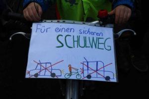 Demoplakat: Für einen sicheren Schulweg