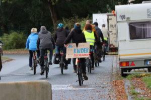 Fahrraddemonstranten auf Am Grünen Hagen