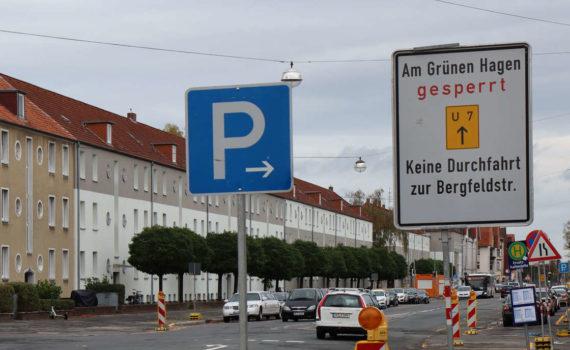Noch intakt: Umleitungsschild um Am Grünen Hagen herum auf der Göttinger Chaussee