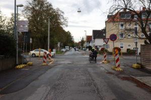 Blick aus dem Mühlenholzweg über die Göttinger Chaussee in Am Grünen Hagen: Vorzugsroute des Radverkehrs