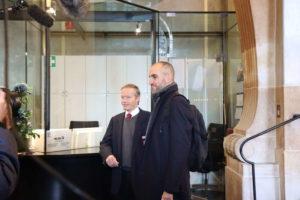 Begrüßung des Pförtners im Neuen Rathaus
