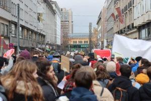 Demonstrationszug in der Schillerstraße...