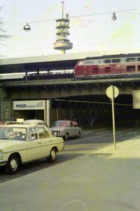Hannover damals und heute (2): Alte Celler Heerstraße am Ernst-August-Platz, April 1974