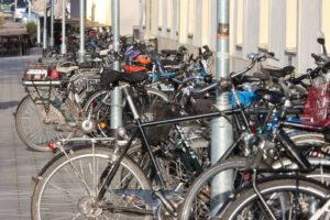 Fahrradständer Am Hohen Ufer im Dezember 2019: Gut genutzt.