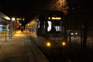 TW 3000 am Bahnsteig Alte Heide