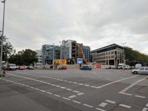 Große Kreuzung mit viel Autoverkehr: Berliner Allee/Schiffgraben (Archivfoto, August 2018)