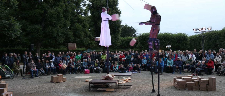Une de plus Company (Frankreich): Trois - Mensch, Maske, Marionette, Kleines Fest im Großen Garten, Hannover, 2019