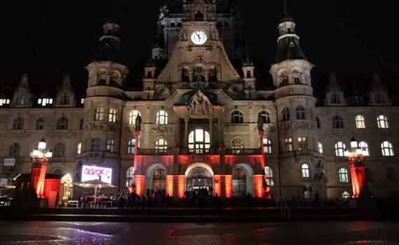 Neues Rathaus: Zum Neujahrsempfang illuminiert