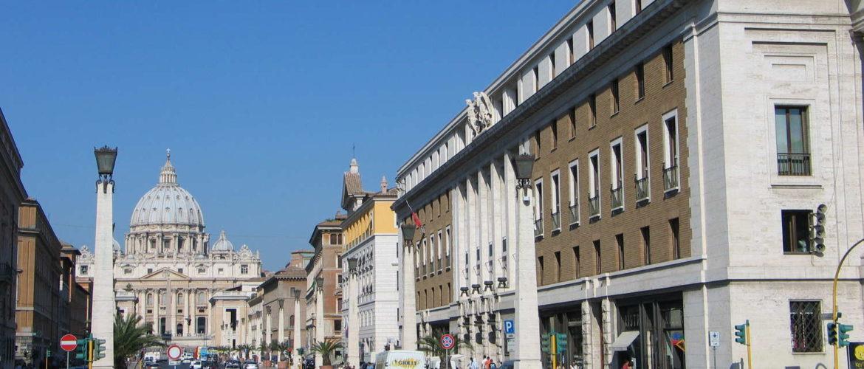 Via dello Conciliazione and Basilica di San Pietro..Seen from Lungotevere Vaticano, Rom, 2009