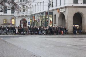 Überweg Kurt-Schumacher-Straße von der Lister Meile aus gesehen, Hannover, Dezember 2012