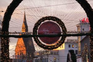 Tor zum Weihnachtsmarkt auf dem Bahnhofsvorplatz, Hannover, 2014