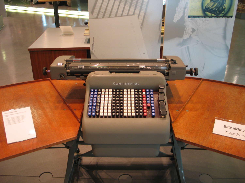 """Rechenmaschine """"Continental Klasse 900"""", Heinz-Nixdorf-MuseumsForum, Paderborn, Dezember 2008"""