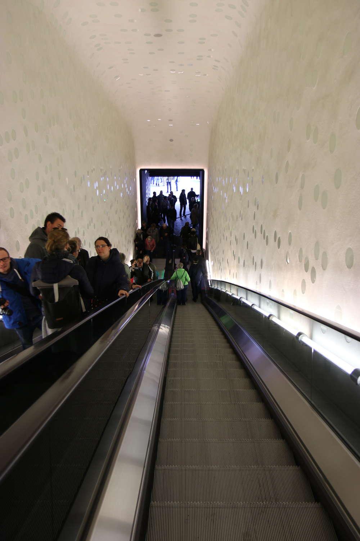 Große Rolltreppe zur Plaza in der Elbphilharmonie, Hamburg, September 2018
