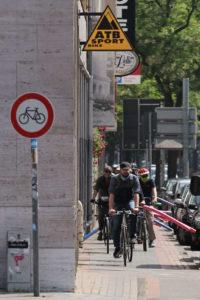 Marienstraße: Nicht mal auf dem Radweg genug Platz