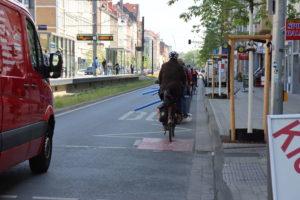 Goethestraße: Transporter im Anflug...