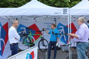 Rad-Check für den Oberbürgermeister: Auch Belit Onays eigenes Fahrrad wurde fit gemacht